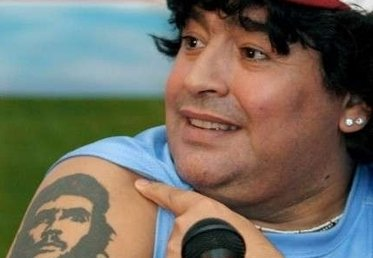 Anche Maradona è appassionato di tatuaggi