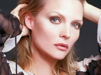 michellepfeiffer_R375.jpg