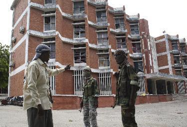 Un gruppo di uomini di al Shabaab (Ansa)
