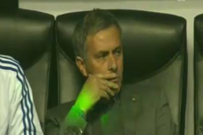 Mourinho colpito da un raggio laser