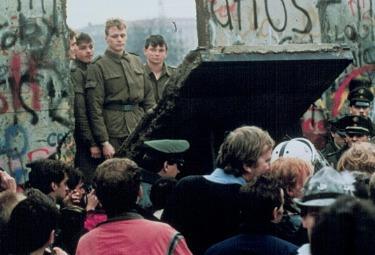 1989, la fine della cortina di ferro (immagine d'archivio)
