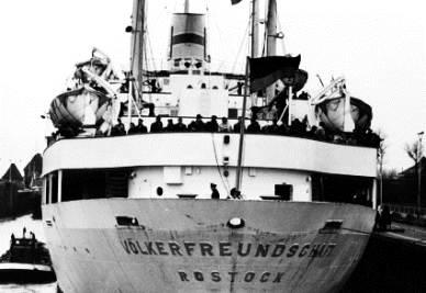 Nave da crociera nell'ex DDR (Immagine d'archivio)