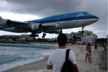 Un atterraggio visto dalla spiaggia
