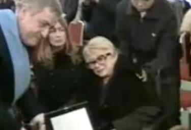 Sandra Mondaini ai funerali di Vianello