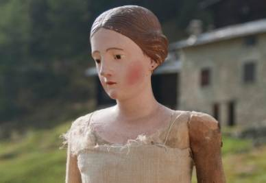 Una delle Madonne lignee in mostra a Sondrio (immagine d'archivio)
