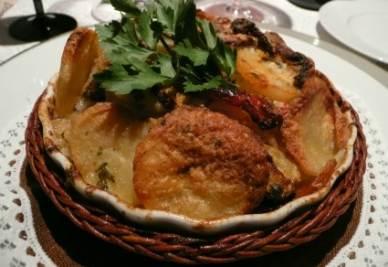 La tiella alla barese con patate, riso e cozze