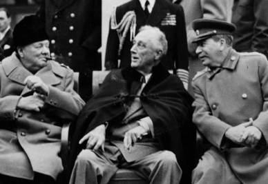 Churchill, Roosevelt e Stalin a Yalta nel 1945 (immagine d'archivio)
