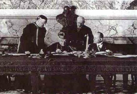 La firma dei Patti Lateranensi (Immagine d'archivio)