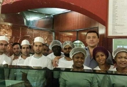 Gli immigrati alla Pizzeria Francese