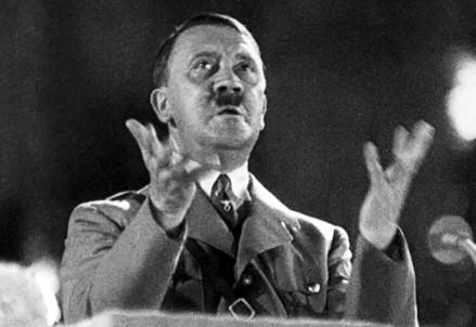 Adolf Hitler (1889-1945) tiene un comizio nel 1936 (Immagine d'archivio)