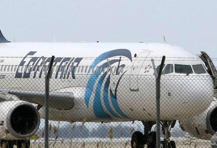 L'aereo EgyptAir dirottato a Larnaka, Cipro (Foto dal web)
