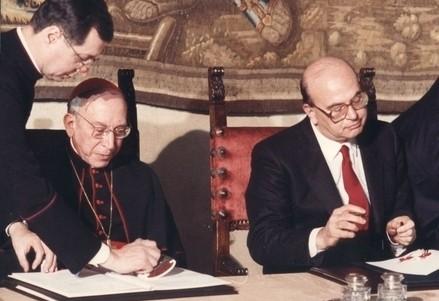 Il card. A. Casaroli e B. Craxi firmano il nuovo Concordato (Immagine d'archivio)