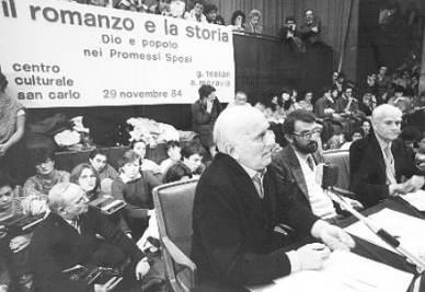 Giovanni Testori al Centro Culturale di Milano (Immagine d'archivio)