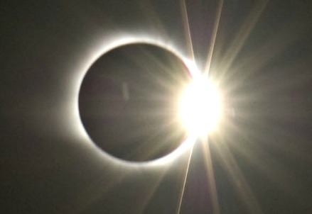 The diamond ring effect in a total solar eclipse
