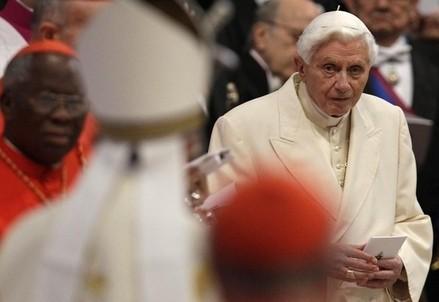 Papa Francesco verso Benedetto XVI, ieri al Concistoro (corriere.it)