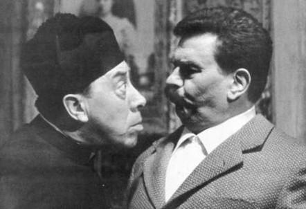 Fernandel e Gino Cervi nella trasposizione cinematografica dei romanzi di Giovanni Guareschi (Immagine d'archivio)