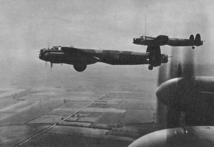 Aerei in missione durante il secondo conflitto mondiale (Immagine d'archivio)