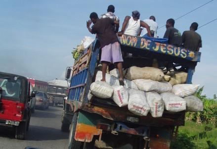 Per le strade di Haiti (foto A. Cavalloni)