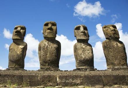 Moai dell'Isola di Paqua (Foto dal web)