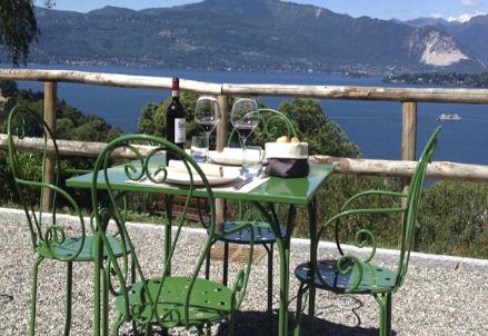 Foto: il panorama del lago dalla veranda della Locanda Montecristo