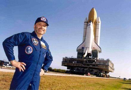 Foto: Franco Malerba e lo Shuttle Atlantis su cui ha viaggiato