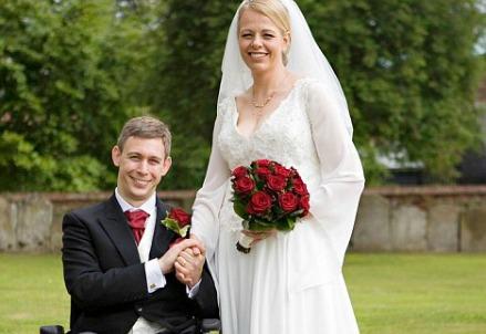 Martin Pistorius con la moglie (Immagine dal web)