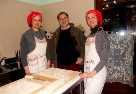 Paolo Massobrio con Paola ed Elisa de