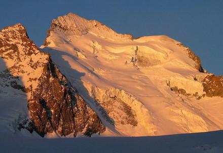 Il versante nord della Barre des Ecrins (Immagine d'archivio)