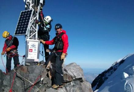 Installazione della stazione meteo sul Monte Bianco