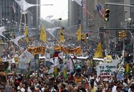 La marcia popolare sul clima a New York (Immagine d'archivio)