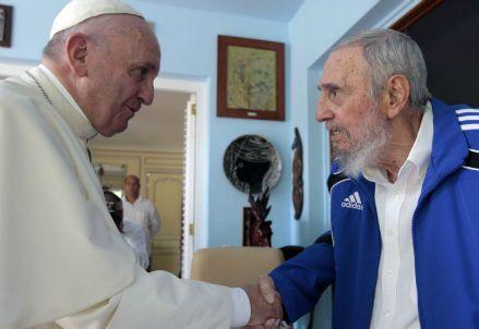La foto dell'incontro tra Francesco e Fidel Castro (Immagine dal web)