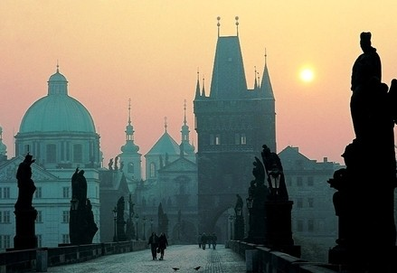 Sul Ponte Carlo a Praga (Infophoto)