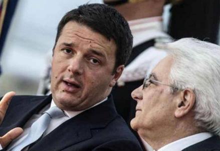 Matteo Renzi e Sergio Mattarella (Infophoto)