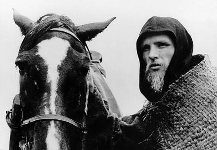 Andrej Rublëv visto da Andrej Tarkovskij nel suo film del 1966 (Immagine d'archivio)