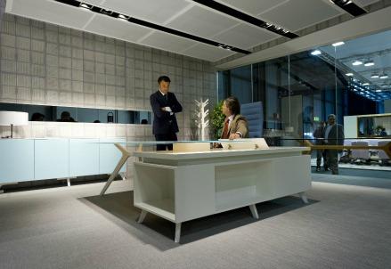 Idee de zan assufficio il nostro salone per for Salone mobile ufficio