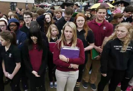 Gli studenti della Dowling Catholic High School in protesta (Immagine dal web)