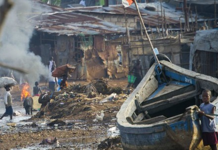 In uno slum di Freetown (Foto dal web)