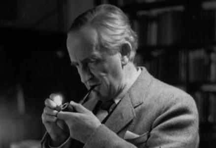 J.R.R. Tolkien (1892-1973) (Immagine dal web)