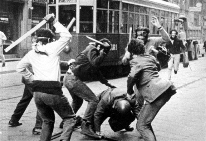 A Milano negli anni 70. Il 68 era già terminato (LaPresse)