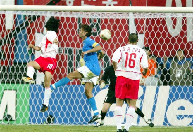 Il gol con cui Ahn Jung-Hwan eliminò l'Italia dal Mondiale 2002 (LaPresse)