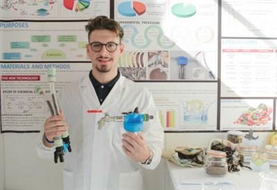 Lo studente italiano Alvaro Maggio presenta il suo lavoro a EUCYS 2015