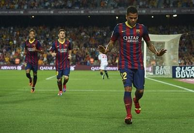 Dani Alves, 30 anni: dal 2008 gioca nel Barcellona (Infophoto)
