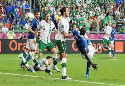 Mario Balotelli segna contro l'Irlanda all'Europeo 2012 (Infophoto)