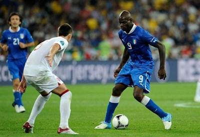 Un'immagine della partita dell'Europeo 2012: vincemmo ai rigori (Infophoto)