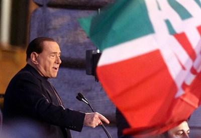 Berlusconi ieri durante il comizio (Infophoto)