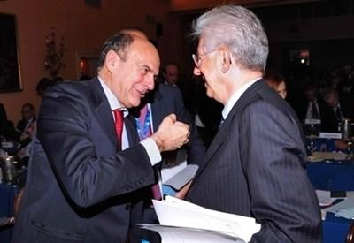 Pier Luigi Bersani e Mario Monti (InfoPhoto)