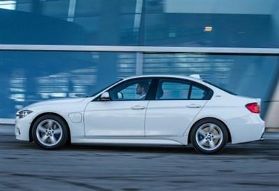 La nuova BMW 330e