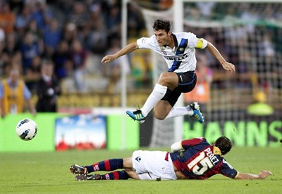 Un'immagine di un precedente tra le due squadre (Infophoto)