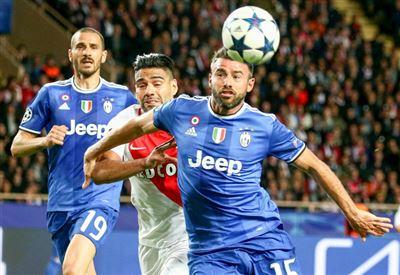 Calciomercato Juventus/ News, Dal Valencia potrebbero arrivare Cancelo e Garay, Lemina... (Ultime notizie)