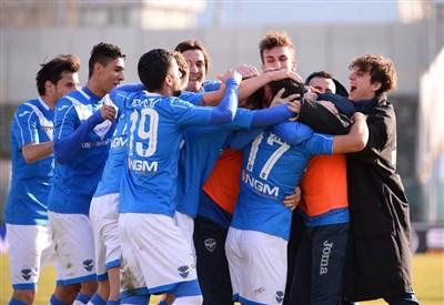 I giocatori del Brescia esultano (infophoto)